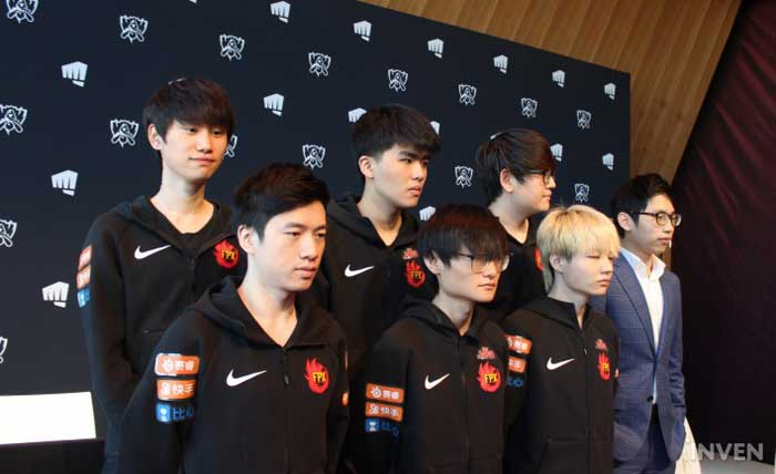 Trang phục vô địch thế giới mùa 9 sẽ được xuất hiện sau 1 tháng nữa.